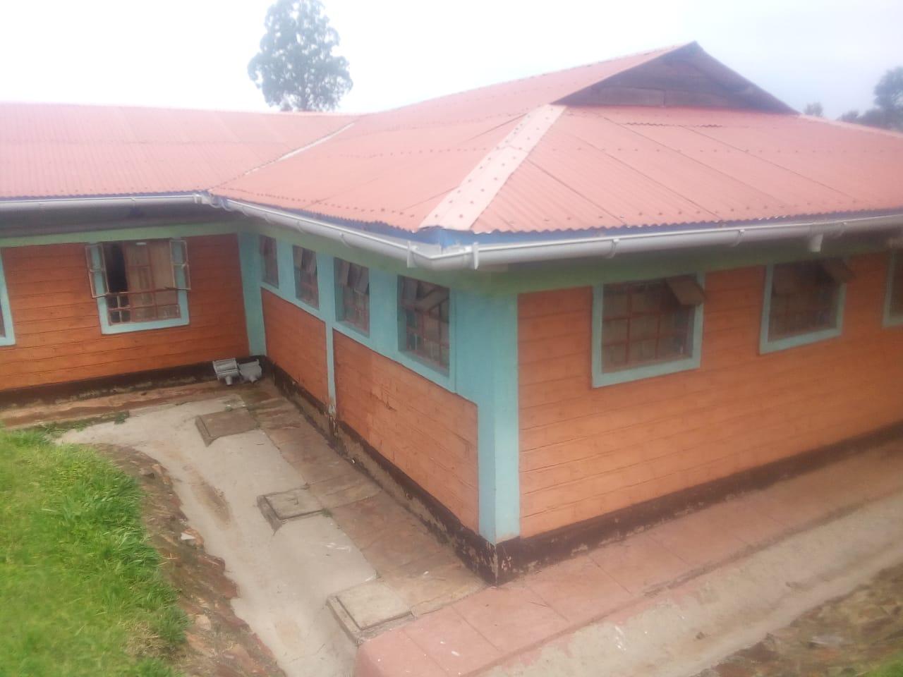 KENYA: NDANAI: NDANAI SMALL HOME – LEAKY ROOF REPAIR/WATER COLLECTION OVERHAUL